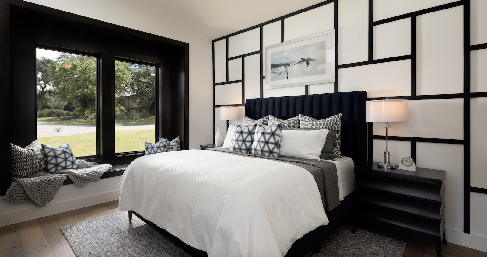 Mondrian-style black and white design in the bedroom