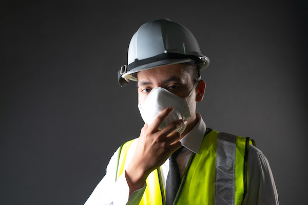 construction worker wearing protective face mask