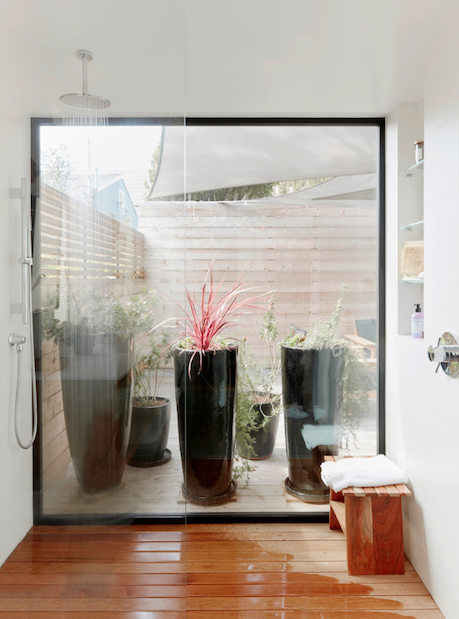 2019 Professional Builder Design Awards Gold Infill bathroom with view to private courtyard