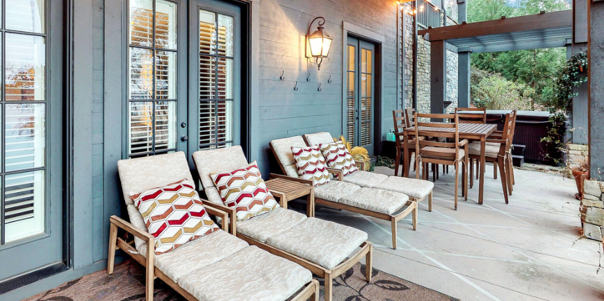 Deep porch_modern farmhouse_Flickr user John Coley CC by 2.0.png