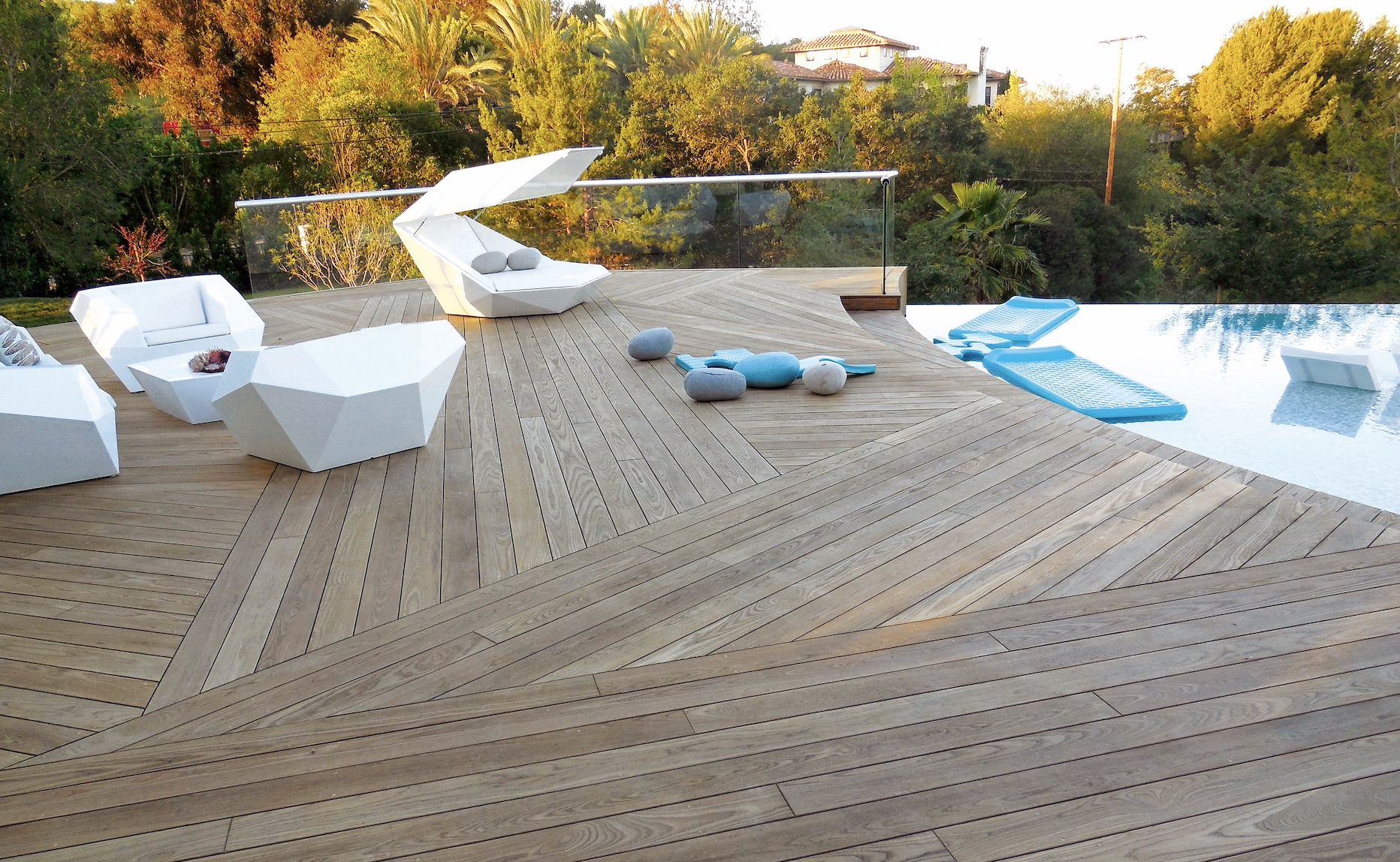 Thermory modified wood ash decking by the pool