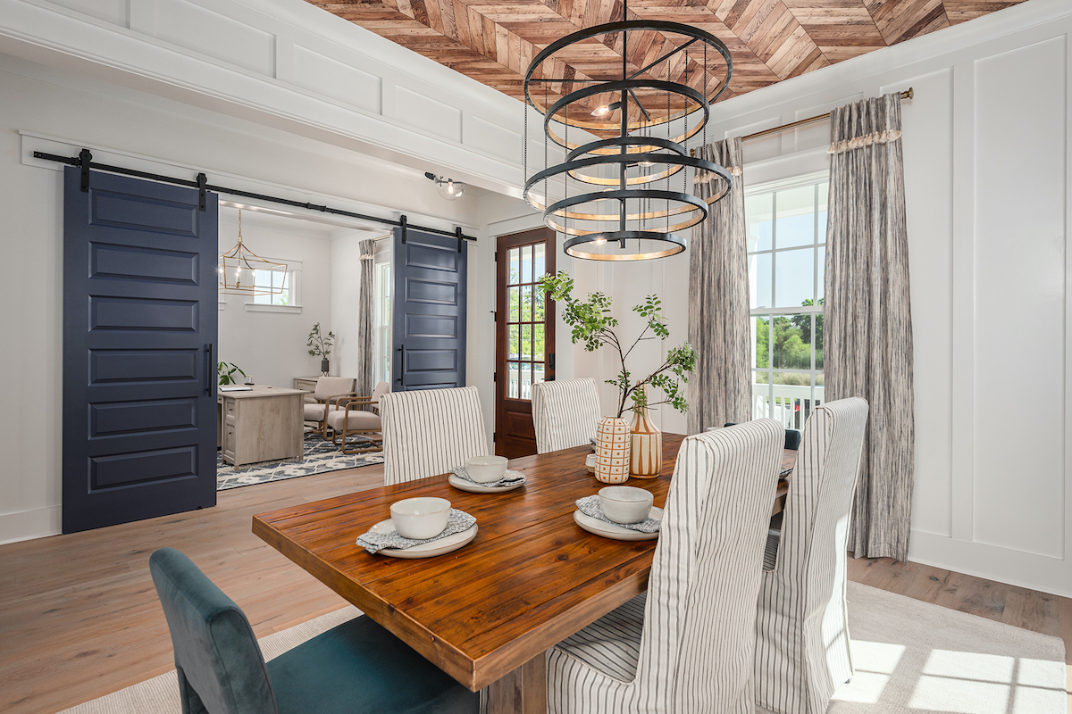 Founders Pointe dining room