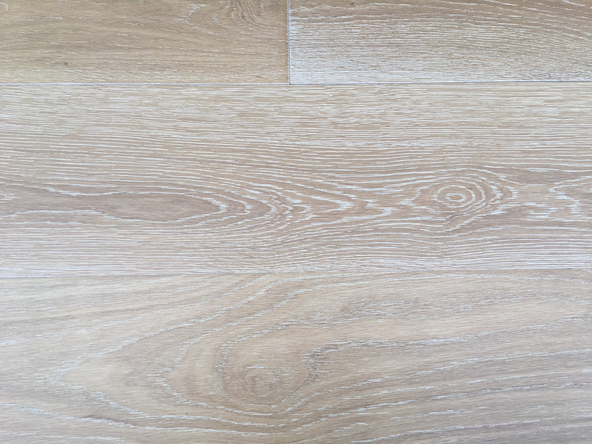 Country Wood Flooring offers a wide range of engineered and solid wood flooring in wire-brushed and oil-finished planks