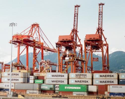 Cranes_at_international_trade_port
