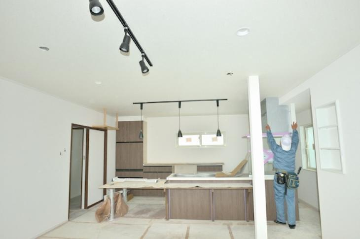 Home builder renovating a kitchen
