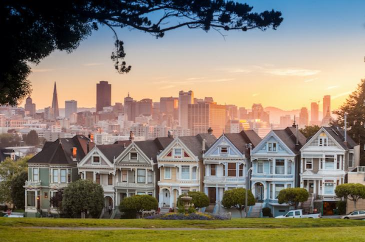 Row of San Francisco homes with downtown behind