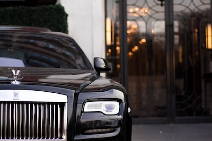 Luxury_car_parked_by_luxury_building