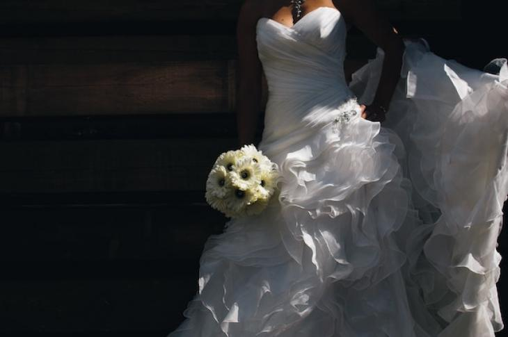 Wedding_dress_and_bouquet