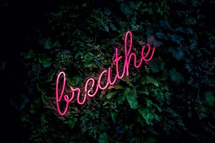 Breathe_neon_sign