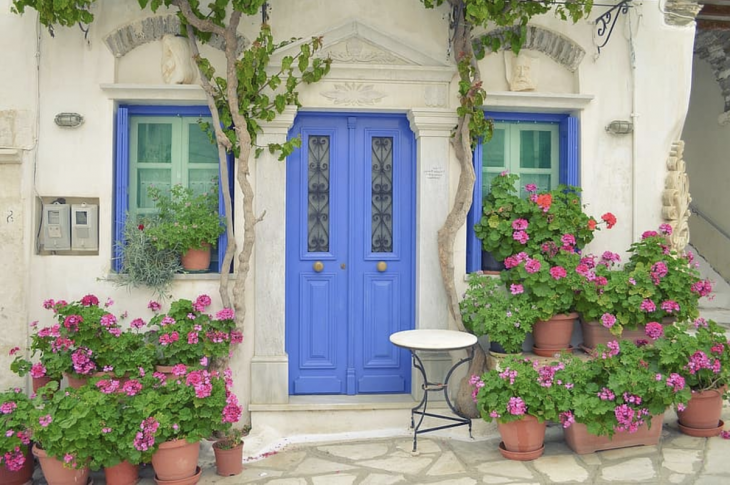 A bright entry area with potted pelargoniums boosts curb appeal and buyer interest