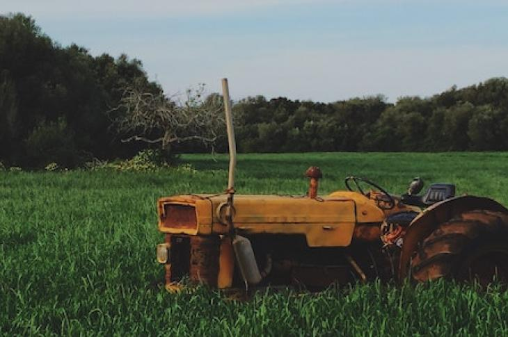 tractor_on_farmland