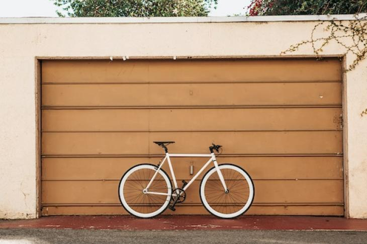 Bike_leaning_on_garage_door