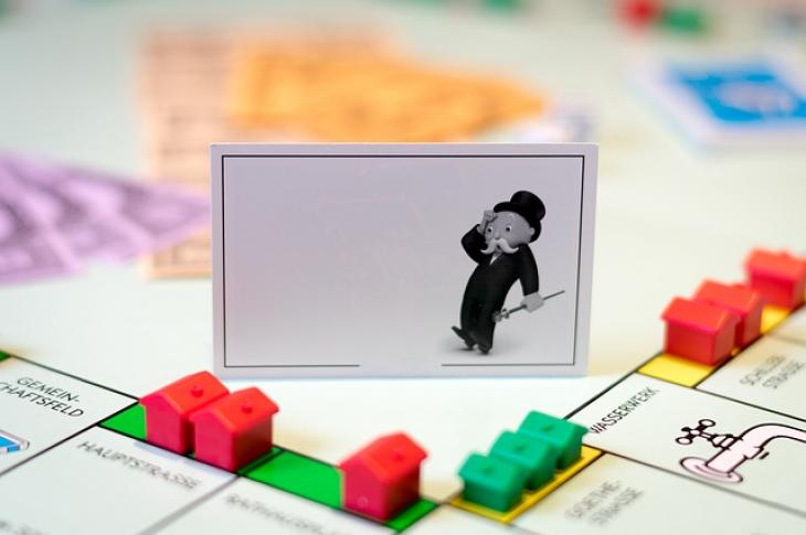 Monopoly_board_and houses