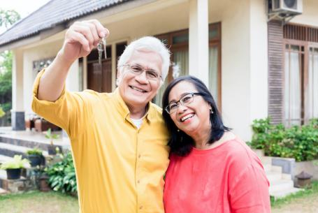 Retired Couple buying house