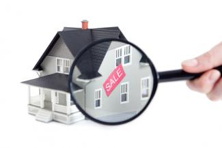 home sales_sales agent_home with magnifying glass