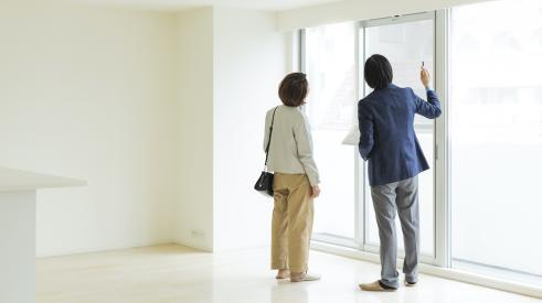 woman touring home with broker