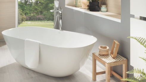 Freestanding Theano bathtub by Villeroy & Boch made of Quaryl