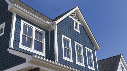 Tando's TandoShake Cape Cod Perfection siding in Mariner Blue with white trim