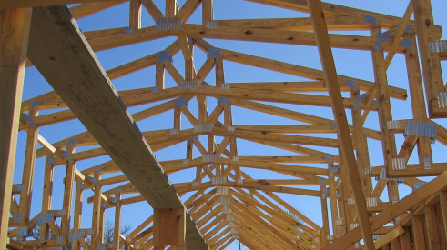 house roof framing using wood trusses