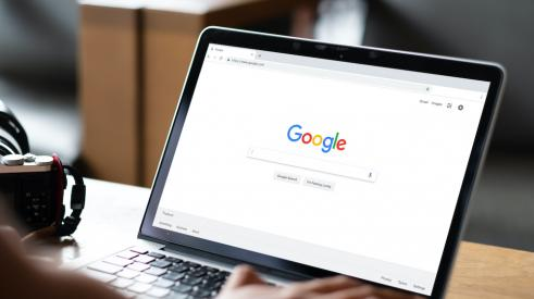 Searching on Google using a laptop