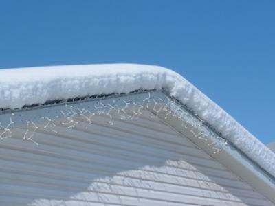 Codes to ensure roofs withstand heavy snow buildup pro for Snow load roof pitch