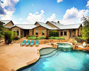 House Review: Luxury Homes